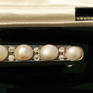 Antique, Victorian 18ct, 18k, 750 Gold Pearl and cushion-cut Diamond bar brooch