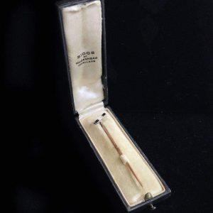 Art Deco, 15ct, 15k, 625 Gold Diamond & Sapphire stick, tie, cravat, lapel pin