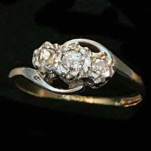 Art Deco, 18ct, 18k, 750 Gold & Plat Diamond three stone engagement ring, c1920