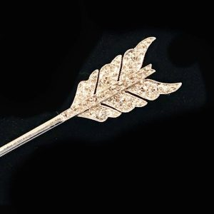 Art Deco, 18ct, 18k, 750 Gold & Platinum Diamond 0.50ct arrow pin / brooch C1920