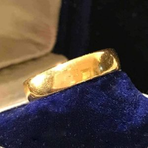 Art Deco 22ct, 980 solid yellow gold court wedding ring, fully hallmarked 1924