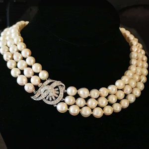 Art deco Cultured Saltwater 8-9mm Pearl necklace on 18ct, 18k, 750 Diamond clasp