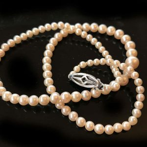 """Art Deco Cultured Saltwater graduated pearl necklace on silver clasp, lgth 17.5"""""""