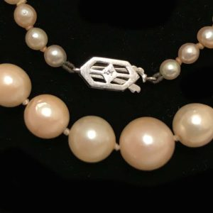 """Art Deco Cultured Saltwater pearl necklace on 9ct Diamond clasp 18"""" / 46 cm"""