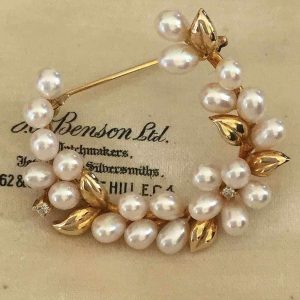 Beautiful, Vintage, 18ct, 18k , 750 Yellow Gold Diamond & Pearl Brooch Pin 8 grm