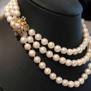 """Cultured, Saltwater 6.5mm Pearl necklace on 18ct, 18k, 750 Gold clasp Lgth 37.5"""""""