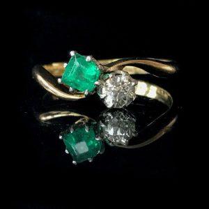 Edwardian, 18ct Gold & Plat Emerald & old-cut diamond ring, C1910