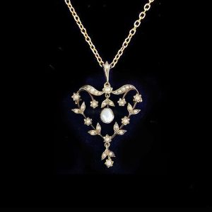 Exquisite, Edwardian 9ct, 9k, 375 Gold Pearl lavalier heart necklace, brooch