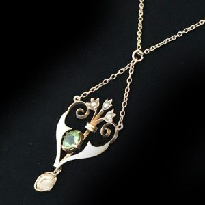 Exquisite, Edwardian 9ct, 9k, 375 Gold Peridot & Pearl Lavalier necklace  C1901