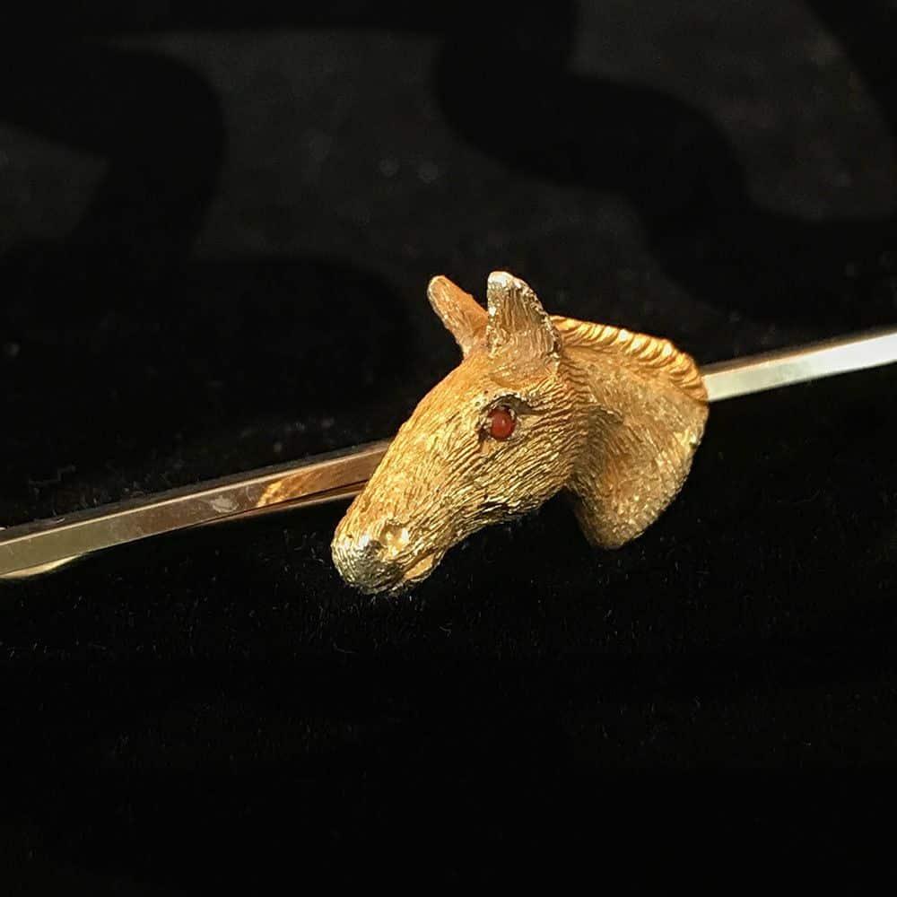 Fine 9ct, 9k, 375 Gold Horse head with ruby eyes, equestrian brooch, by A & W