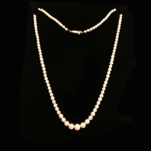 """Fine, Cultured Akoya Pearl necklace on 9ct gold barrel clasp, lgth 16.5"""" / 42cm"""