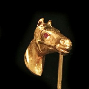 Fine, Edwardian 15ct, 15k, 625 Gold horse head with ruby eye, stick, tie pin
