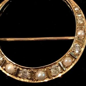 Fine, Vintage 9ct, 9k, 375 yellow Gold Diamond & Pearl crescent brooch, 25x22mm