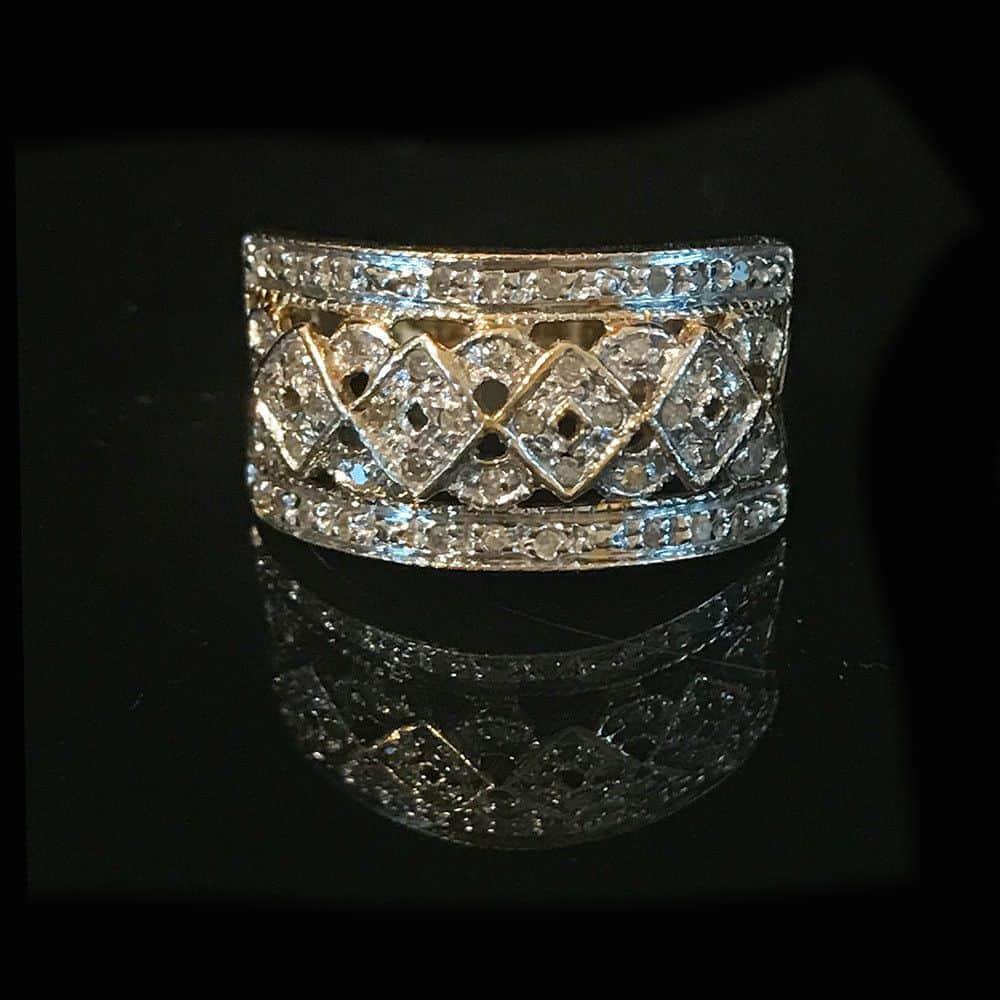 Men's 9ct, 9k, 375 gold Diamond statement ring, size: UK : T 1/2  USA: 10