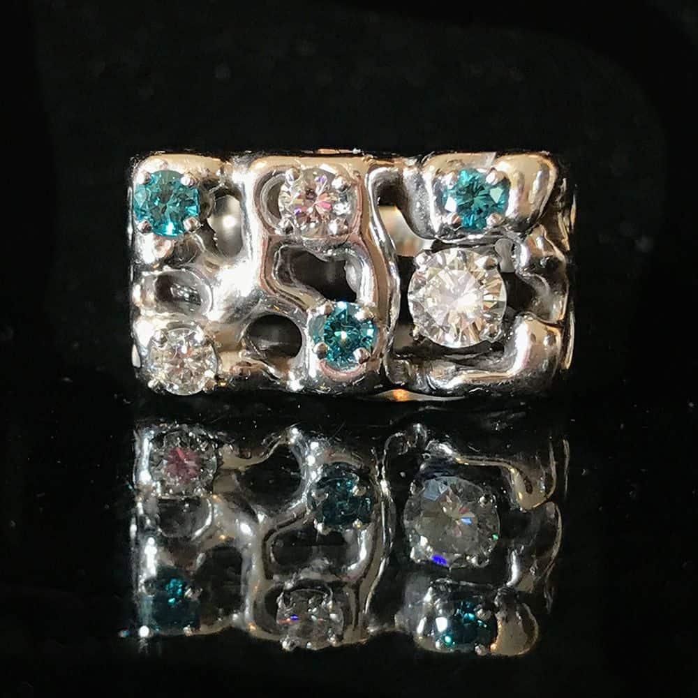 Mens, Modern 14ct, 14k, 585 white gold Blue & White Diamond 0.73ct ring, 11.2 g