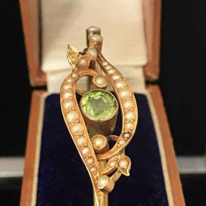Stunning, Victorian, 15ct, 15k, 625 Gold Peridot & Pearl bangle in antique case