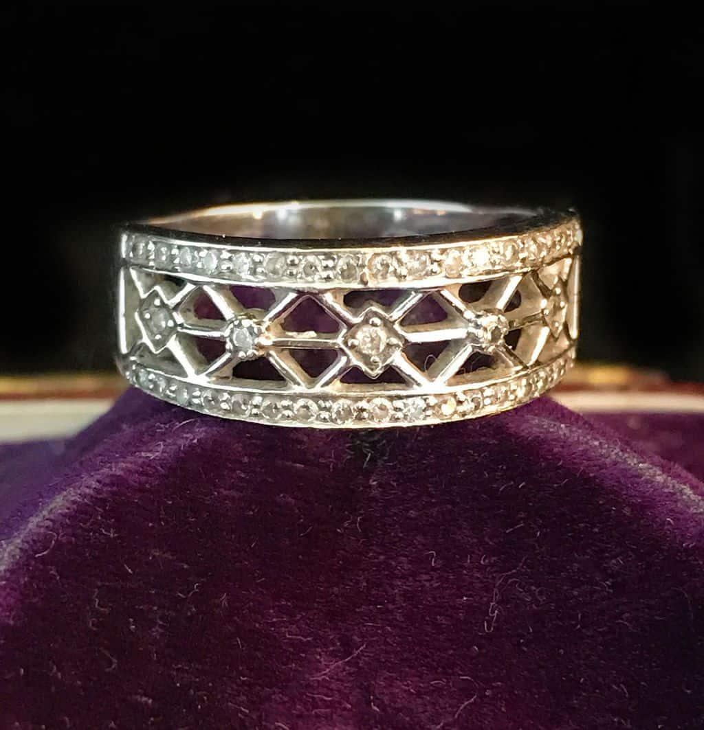 Superb 14ct, 14k, 585 White gold Diamond lattice work, Cocktail, dress ring 4.9g