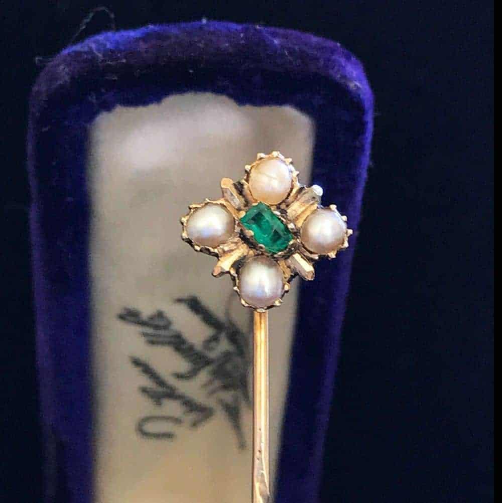 Victorian 15ct, 15k, 625 Gold Emerald & Pearl Stick, tie, cravat pin, in box