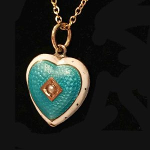 Victorian 9ct, 9k, 375 Gold Guilloche Enamel & pearl heart pendant with chain