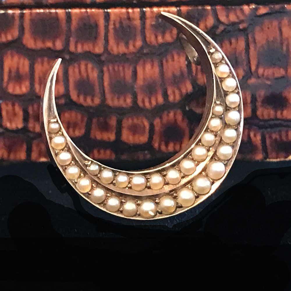 Victorian 9ct, 9k, 375 Gold Pearl Crescent Moon brooch, pin Circa 1880