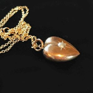 Victorian 9ct, 9k, 375 Gold pearl heart pendant & chain, Maker AW - inc UK VAT