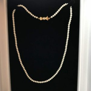 """Vintage, Cultured Pearl necklace on 9ct gold & pearl bow clasp, lgth 18"""" / 46cm"""