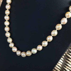 Vintage Cultured Saltwater uniform Pearl necklace on 9ct, 9k, 375 gold clasp