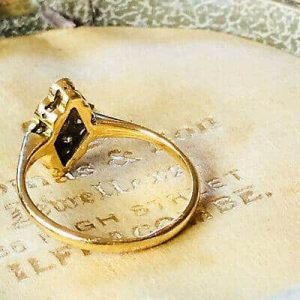 Pretty, Art Deco 18ct, 18k, 750 Gold nine stone diamond cluster, navette ring