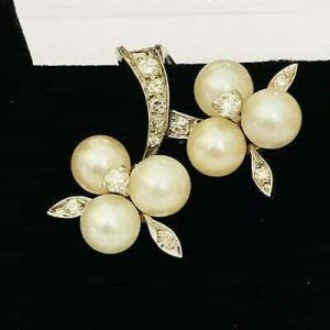 Exquisite, 18ct, 18k 750 Gold Cultured Pearl & Diamond cluster earrings