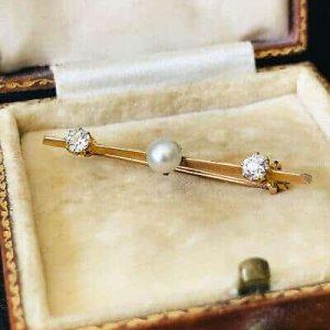 Edwardian 18ct, 18k 750 Gold Pearl & Diamond 0.40ct bar brooch, tie pin C1910