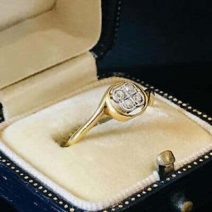 Pretty, Art Deco, 18ct Gold Diamond cluster 'quartefoil' engagement ring, C1930