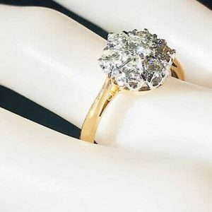 Gorgeous, Vintage 18ct, 18k, 750 Gold, Diamond (0.85ct), daisy cluster ring