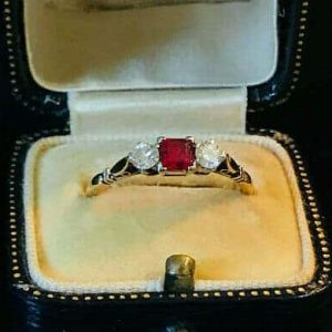 Fine, Art Deco 18ct, 18k, 750 Gold Ruby & diamond 3 stone engagement ring, c1920
