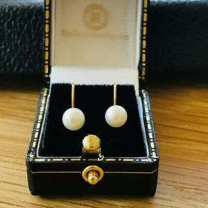 Classic pair of 9ct, 9k, 375 Gold Cultured Saltwater 6mm Pearl Earrings screw on