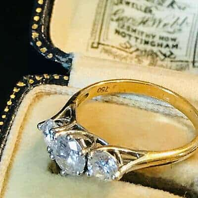 Stunning 18ct, 18k, 750 Gold Diamond 1.06ct three stone engagement ring