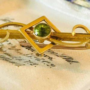 Antique, Edwardian 15ct, 15k, 625 Yellow Gold Peridot brooch, pin, Circa 1910