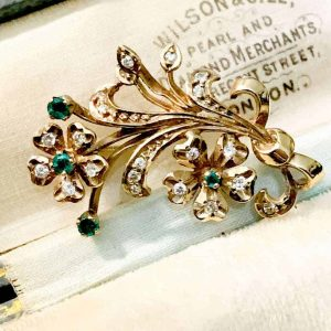 Gorgeous Art Deco style 9ct, 9k, 375 gold Emerald and Diamond floral brooch, pin