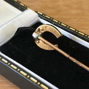 Edwardian 18ct, 18k, 750 Gold Pearl horse shoe, equestrian Stick, cravat pin