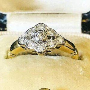 Gorgeous, Vintage 18ct, 18k, 750 Gold diamond cluster engagement ring