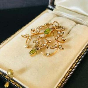 Fine, Art Nouveau 15ct Gold Peridot and seed pearl lavaliere with 9ct gold chain