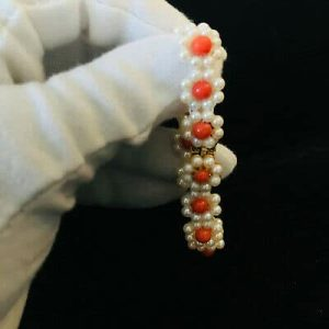Gorgeous, Cultured, Saltwater pearl & Coral bracelet on matching 9ct gold clasp