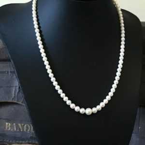 Vintage, Fine Cultured Saltwater Graduated Pearl Necklace with 14ct gold clasp