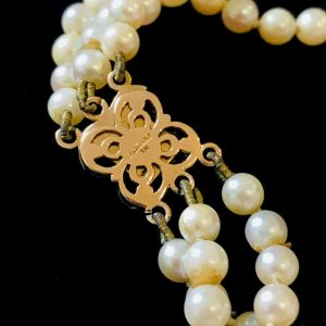 Gorgeous Cultured Saltwater 3 row, Pearl Necklace on 9ct Gold Amethyst clasp