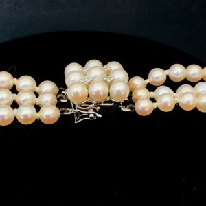 Fine quality, Stunning cultured, 3 row pearl choker on 14ct gold diamond clasp