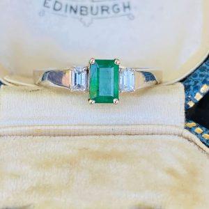 Beautiful Modern 18ct, 18k, 750 Gold Emerald & diamond 0.90ct 3 stone ring