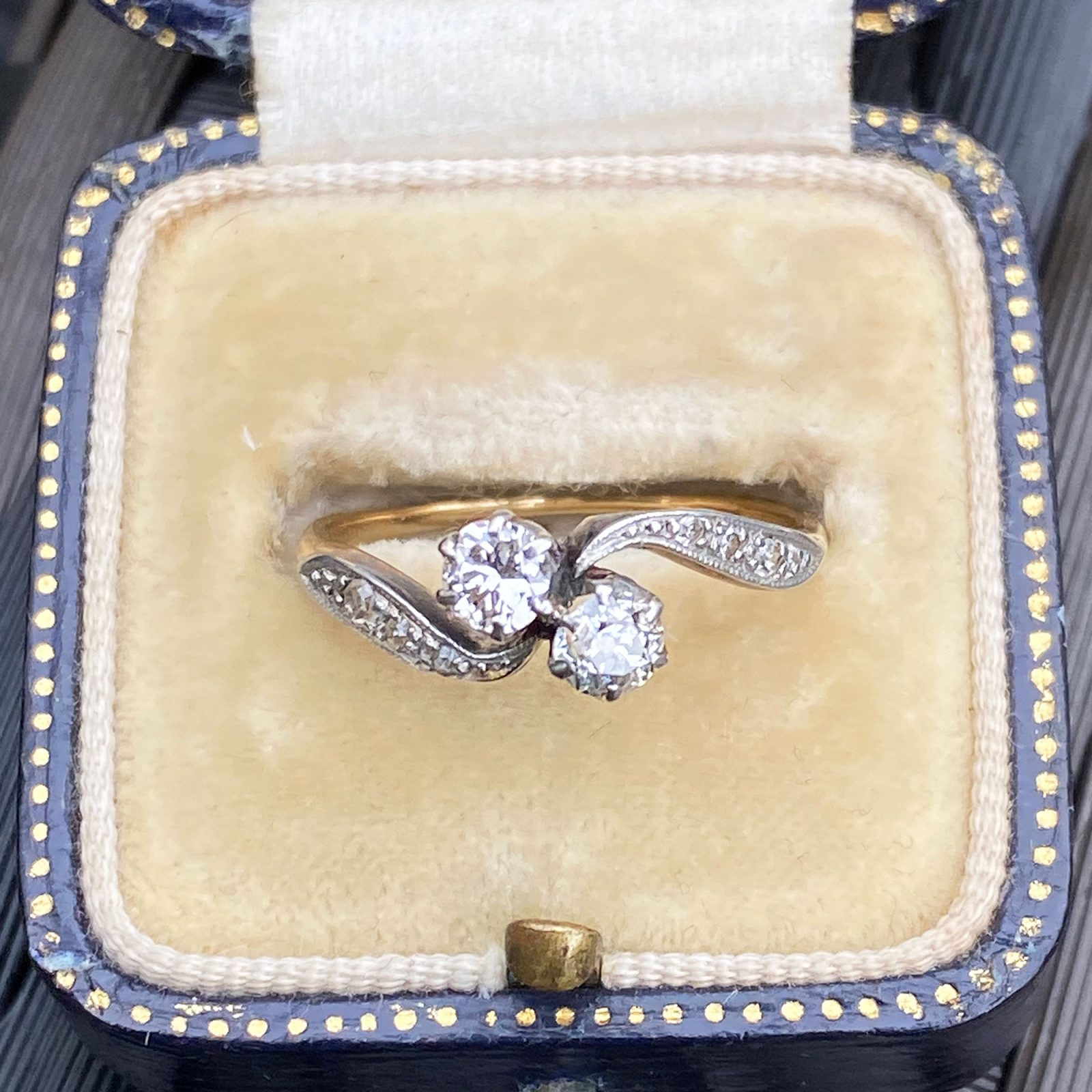 Edwardian, 18ct, 18k Gold Diamond 0.50ct romantic 'toi' et 'moi' engagement ring