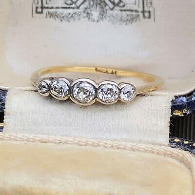Art Deco 18ct, 18k, 750 Gold Diamond five Stone engagement Ring, Circa 1920
