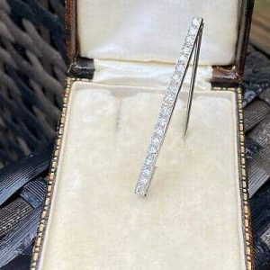 Exquisite, Art Deco, Platinum (pt950 or higher) 0.81ct Diamond bar brooch, pin