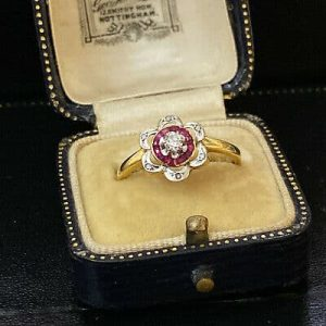 Pretty, 18ct, 18k, 750 Gold Diamond and calibre-cut Ruby flower, Cluster ring