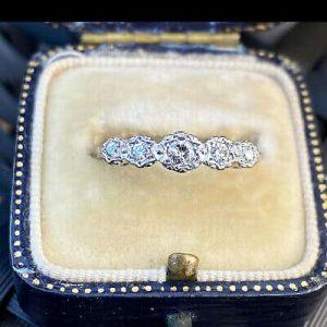 Retro 18ct, 18k, 750 Gold & Platinum, Diamond 5 Stone engagement Ring, C1940's